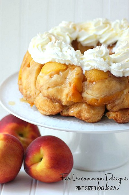Serve up this amazing Peaches and Cream Monkey Bread for your next breakfast treat or even dessert. #peaches #recipe #monkeybread #breakfast