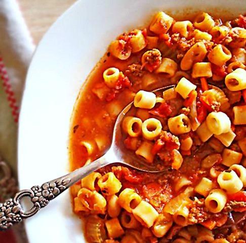 slow_cooker_pasta-e-fagioli-atthepicketfence