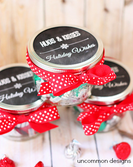Hugs and Kisses Holiday Treat... perfect for a gift!  Includes a free printable to fit a mason jar! #Gifts  #Christmas  #MasonJars  via www.uncommondesignsonline.com