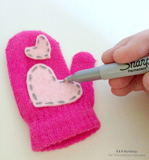 heart-appliqued-kids-mittens
