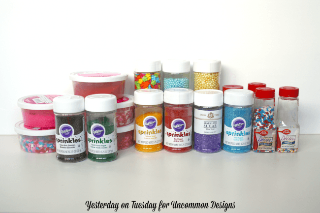Learn how to organize sprinkles and get that pantry in order! Includes free printable labels.  via Uncommon Designs
