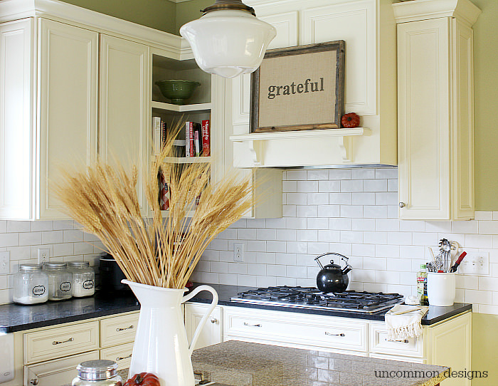 Vintage Fall kitchen. #findingfallhometour