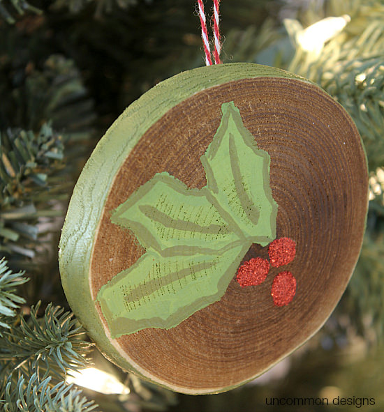 #decoartchristmas Create a simple painted holly Christmas ornament for your family tree in vibrant red and green with Americana DecoArt Multi-Surface Satin paints. #decoartprojects