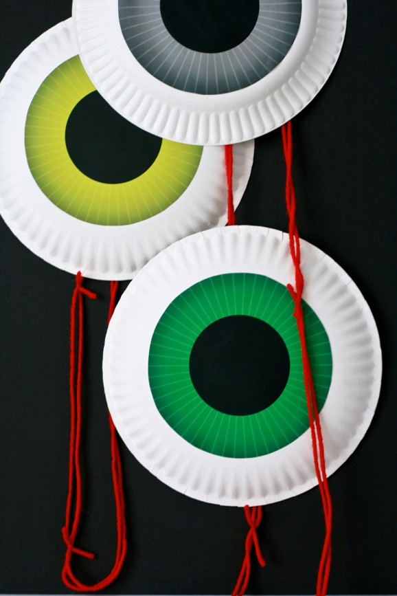 Halloween Eyeball Garland by Paging Supermom