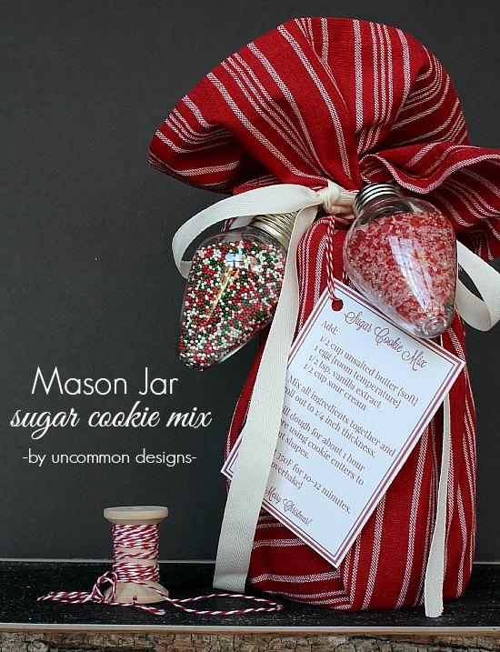 This mason jar gift of sugar cookie mix in a jar is the perfect (an affordable) gift idea for this holiday season!  #MasonJar #MasonJarGift #GiftsinaJar #HolidayGift #HandmadeGift #ChristmasGiftIdea #NeighborGiftIdea #HolidayGiftIdea