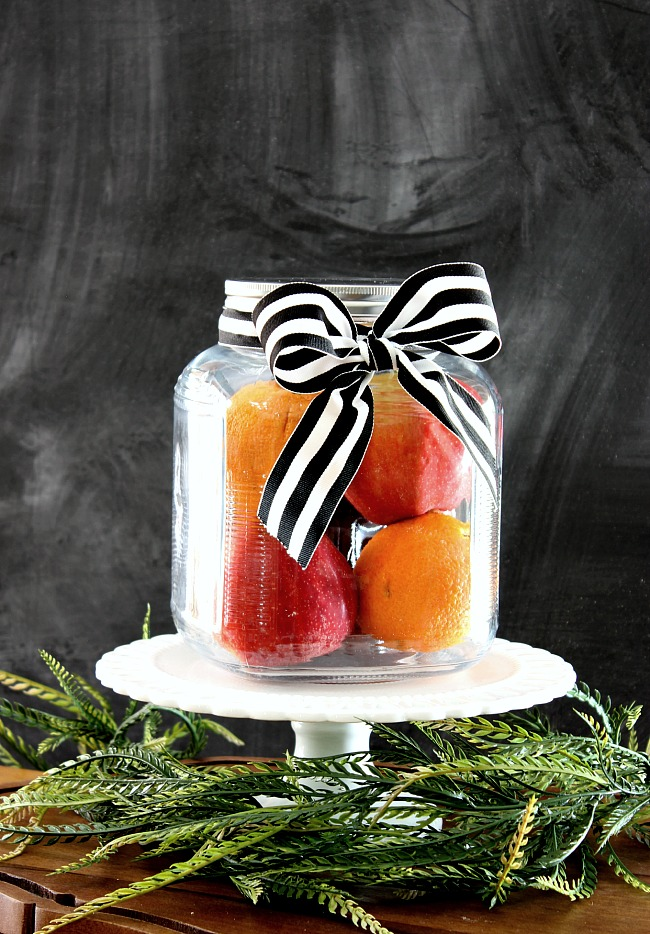 This simmering potpourri gift idea is perfect to give to just about anyone. It is truly a gift that will entice all of the senses!