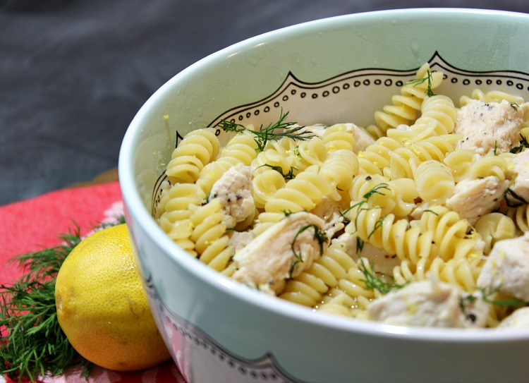 Easy One Pan Greek Chicken Pasta Recipe... perfect for busy families and great for weeknight meals and for busy families. See the full recipe at https://uncommondesignsonline.com/ #GreekRecipes #WeeknightMeals #EasyDinners