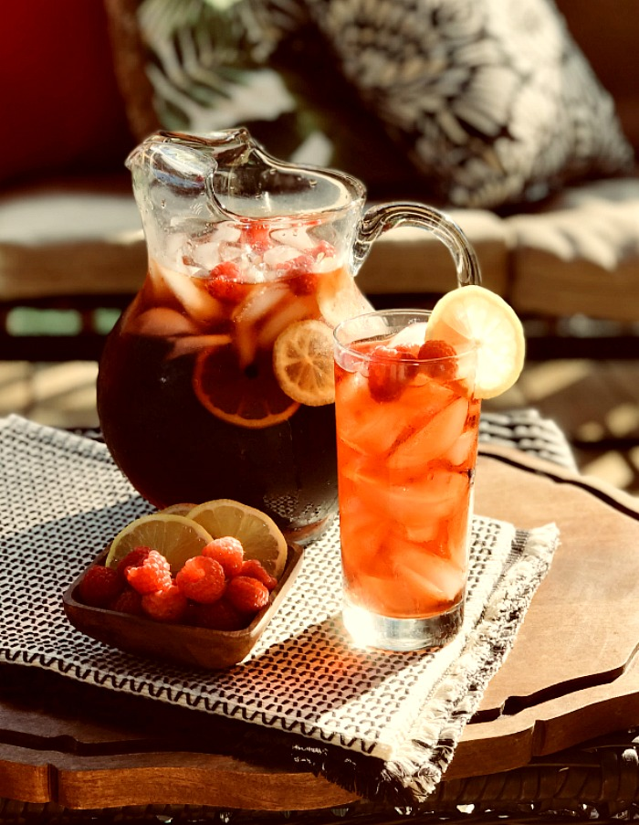 Who is ready for a little summer refreshment? This sugar-free raspberry sweet tea recipe is going to become your go-to summer drink of choice. The whole family will love it! #ad #collectivebias #ToraniEndlessSummer